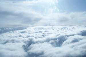 Geschlossene Wolkendecke im Süden